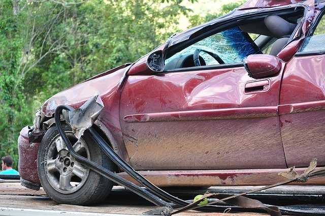Who do you call first immediately after a car accident in Maryland
